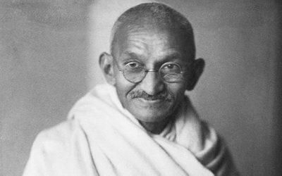 ~ Mahatma Gandhi, un Pequeño Hombre, un Gigante de la Paz ~